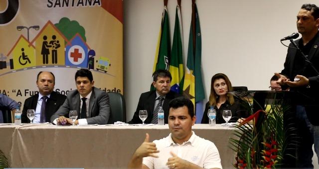 Santana discute problemas do município em Conferência