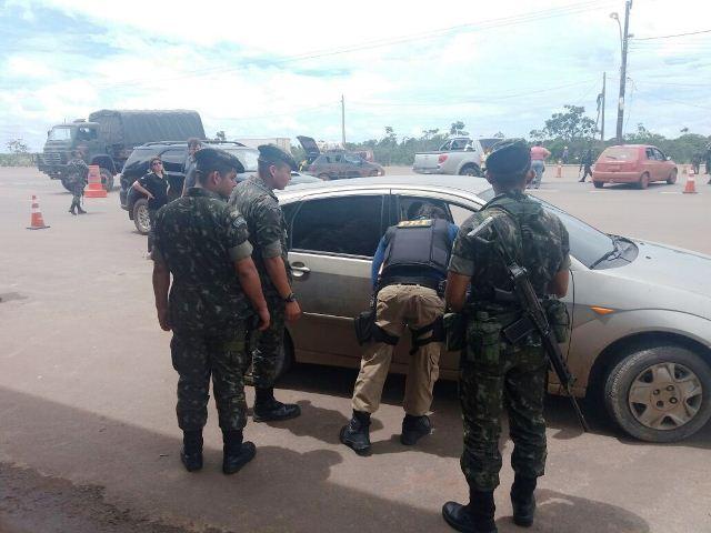 Soldados do Exército treinam operações em rodovias