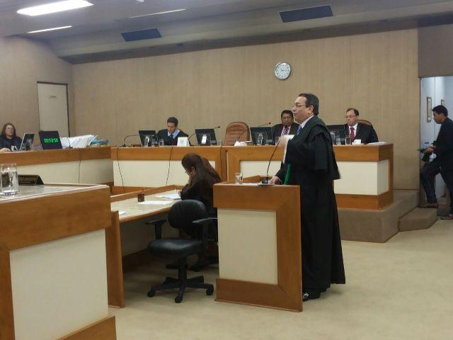 """Ex-deputados e deputado são julgados por """"compra fantasma"""""""