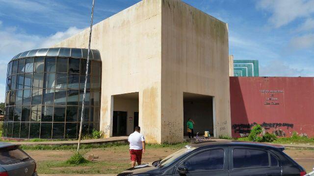 Ministro da Cultura garante conclusão do Teatro de Santana