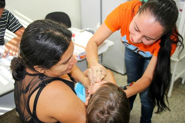 Equipes levam vacinas a supermercados e conjuntos habitacionais