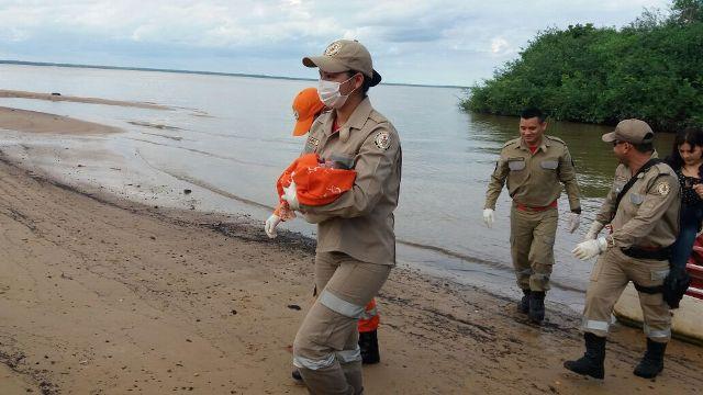 Bombeiros resgatam recém-nascido em área ribeirinha