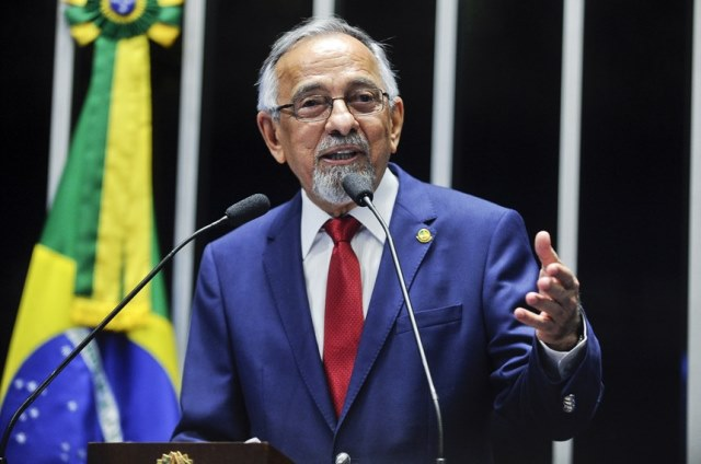 Após repercussão negativa, senador pede retirada de PL que limitava Ficha Limpa