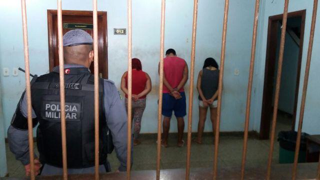 Deitados em redes, traficantes vendiam drogas ao lado da rodoviária
