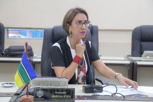 Deputada propõe licença do trabalho para casais homoafetivos que adotarem crianças