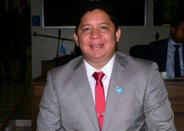 Justiça suspende ato do PRB que expulsou vereador