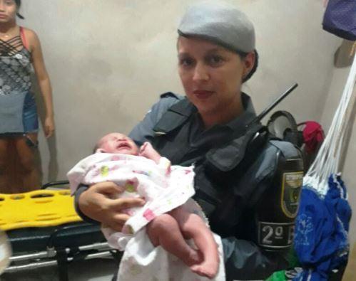 Cabo da PM faz parto e salva bebê