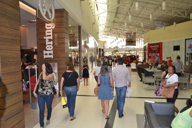 Em shopping, 47 lojas vendem com preços sem impostos; veja onde comprar