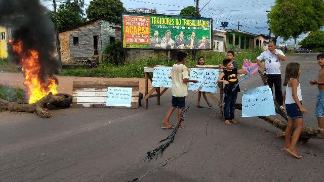 Moradores de passarela prometem protestos diários