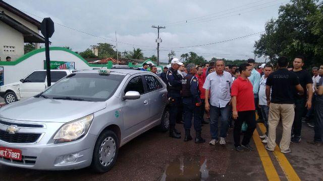 Taxistas de Macapá protestam contra a chegada do Uber
