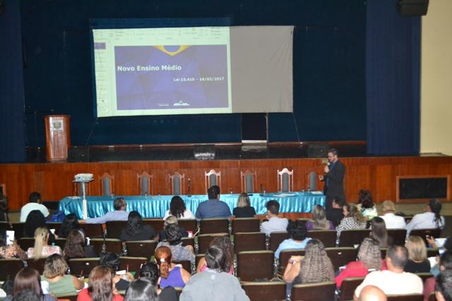 MEC discute reforma do ensino médio no Amapá