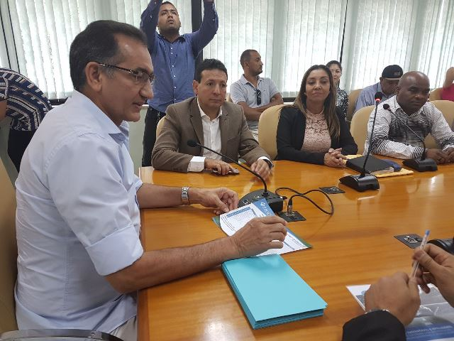 Waldez reúne parlamentares e confirma entrega da nefrologia de Santana
