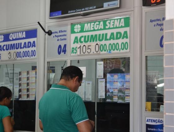 """""""Vou curtir a vida"""", diz apostador em prêmio de R$ 105 milhões"""