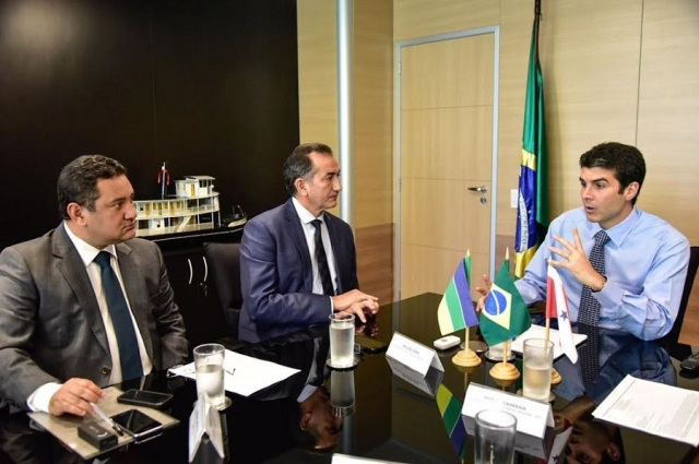Conjunto habitacional é tema de encontro entre Waldez e ministro da Integração