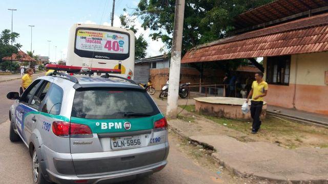 Bandidos assaltam terminal rodoviário e fogem andando