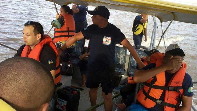 Defesa Civil procura por criança desaparecida em rio