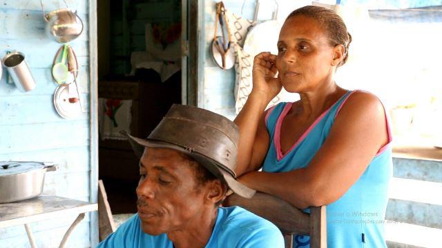 Sem energia há 6 anos, família perde esperança e vende a geladeira
