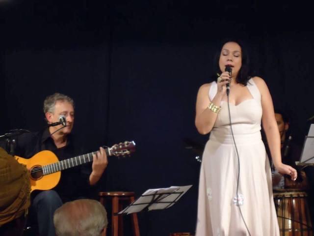 Patrícia Bastos concorre com Maria Bethânia e Zizi Possi como melhor cantora de MPB