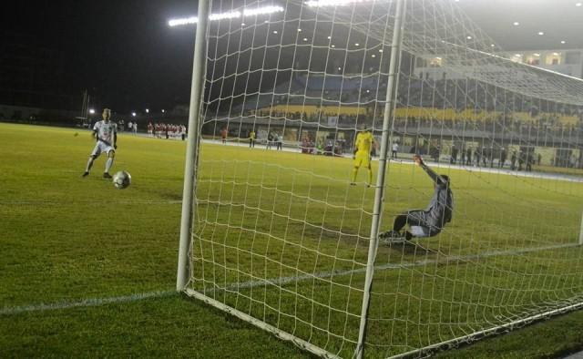 Nos pênaltis, Santos-AP dá adeus ao sonho do acesso
