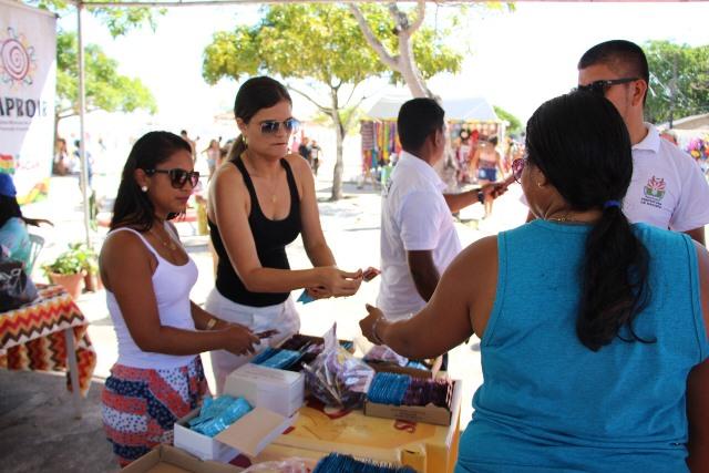 Equipes distribuem camisinhas e lubrificantes na Fazendinha