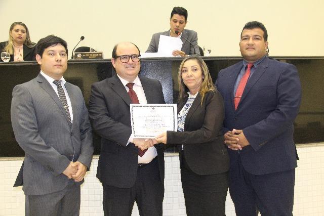 Promotor Adilson Garcia recebe o título de cidadão santanense
