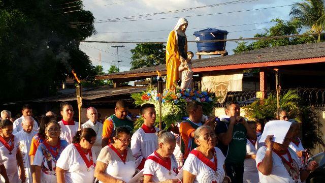 Fiéis de Santa'Ana cumprem tradição de 30 anos