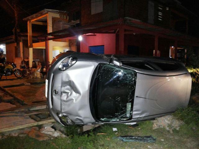 Falta de sinalização provoca acidente com 3 feridos