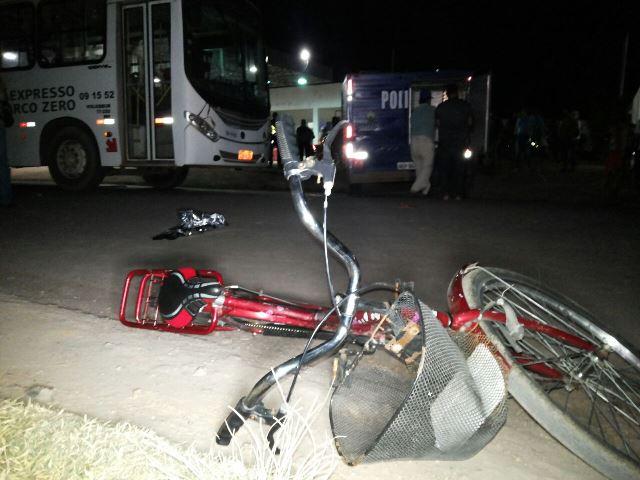 Ônibus atropela e mata dona de casa