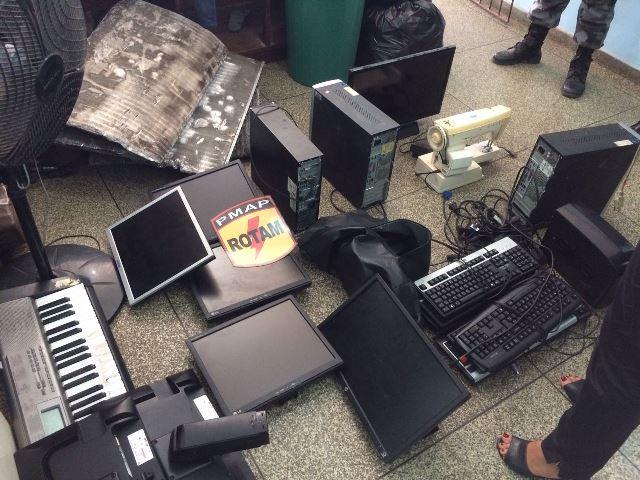 Objetos furtados de escola especial estavam em casa abandonada