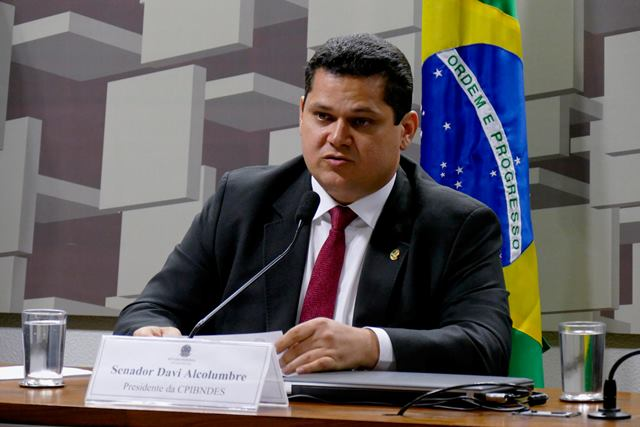 Senador do AP é eleito presidente da CPI do BNDES