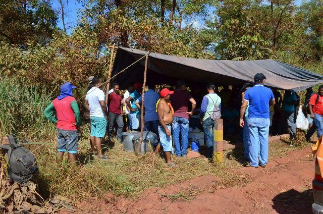 Justiça dá 5 dias para trabalhadores desbloquearem entrada de fábrica
