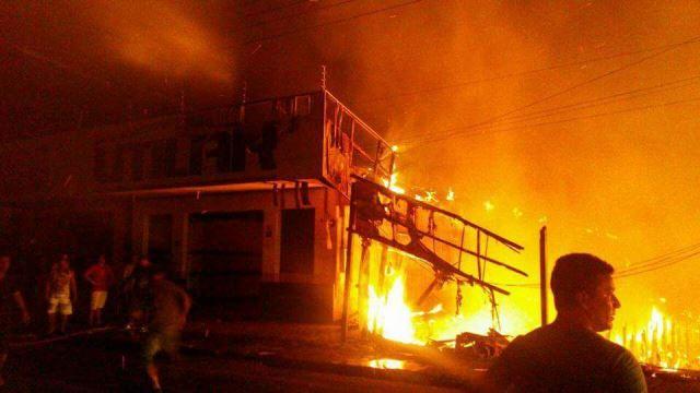 Incêndio destrói imóveis em Laranjal do Jari
