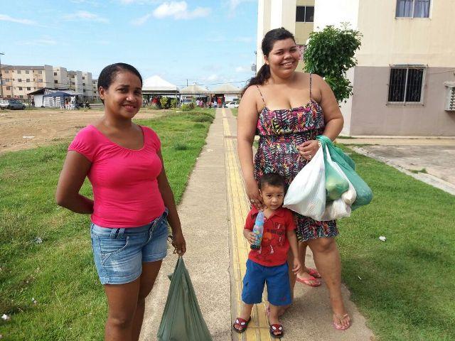 Moradores do Macapaba aproveitam feira para comprar peixe mais barato