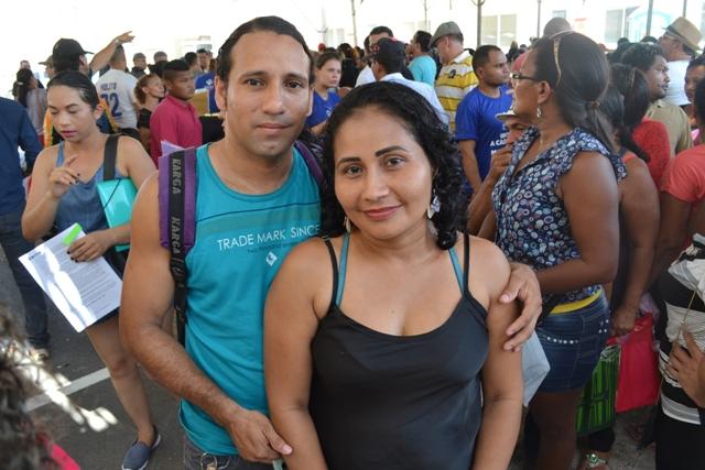 Macapaba II: Depois de perder tudo, família comemora novo lar