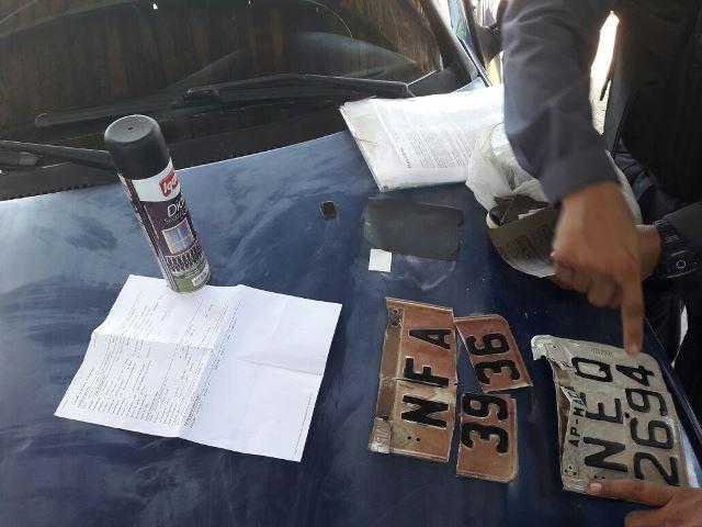 Loja de placas é investigada em esquema de motos roubadas