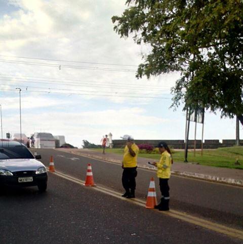 Agentes fazem mega operação contra abusos no trânsito
