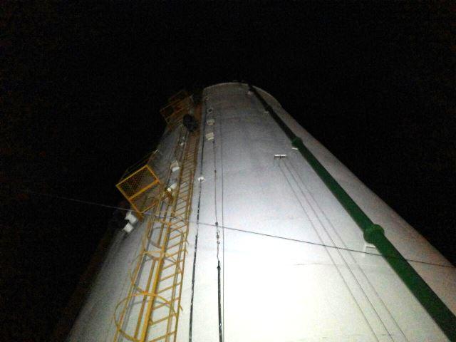 Jovens escalam 30 metros de altura para usar drogas