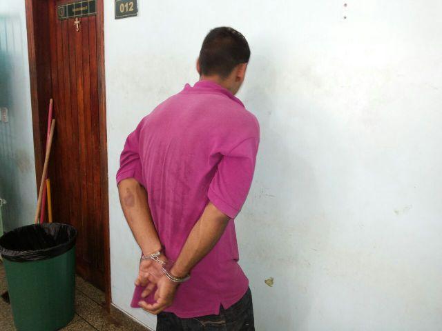 Motoqueiro é preso com arma de fogo na Rodovia do Pacoval