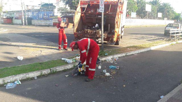 Lixo e esgoto são despejados na rua por quiosques da Beira-Rio