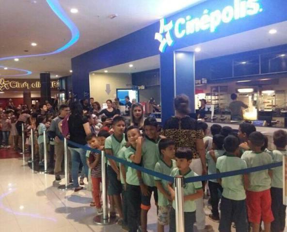 Campanha leva crianças carentes para sessão de cinema