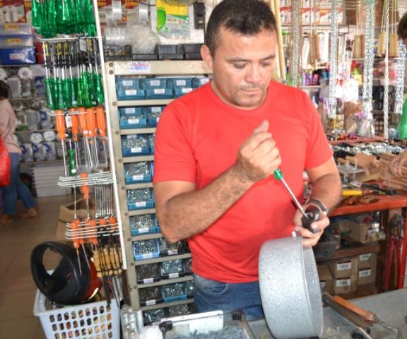 Microempresário que faz sucesso consertando panelas