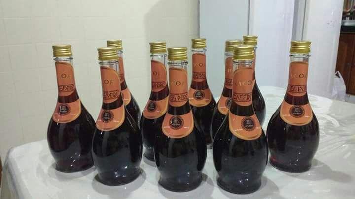 Para evitar desperdício, comunidade cria licor com super produção de cacau