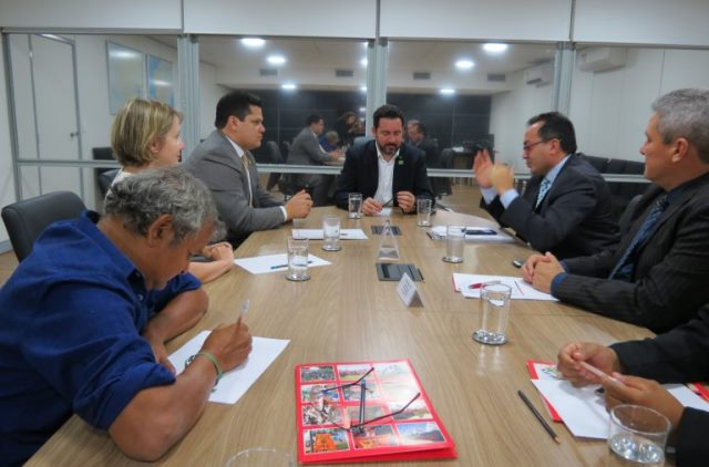 Gratificações de professores do ex-território serão solucionadas em 40 dias, diz ministro