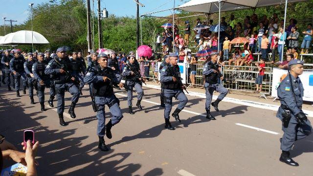 Desfile Cívico emociona público em Santana