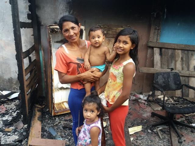 Família que perdeu tudo em incêndio pede ajuda