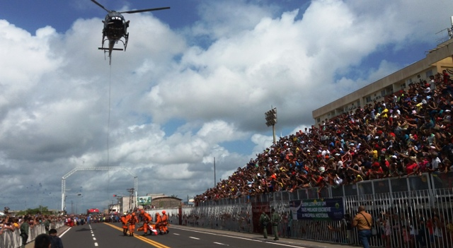 7 de Setembro leva mais de 15 mil ao Sambódromo