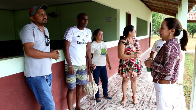 Marcivânia visita Escola Família onde alunos estudam sem internet