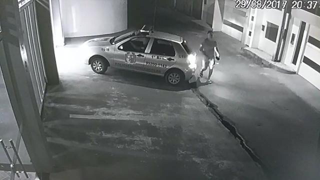 """VÍDEO: Carro da PM deu """"carona"""" a deputado após acidente"""