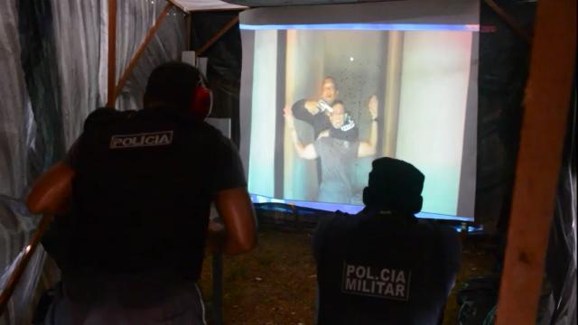 No AP, sargentos em treinamento usam simulador de crises reais