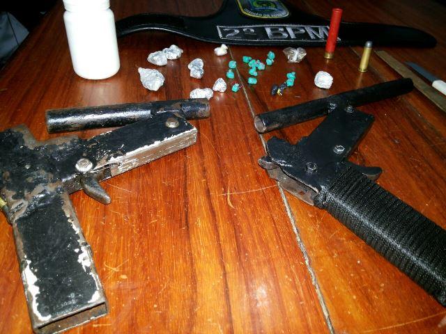 Armas caseiras e chaves mestras são apreendidas com menores